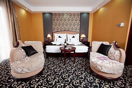 Colosseum Hotel**** elegáns és romantikus hotelszobája Mórahalmon