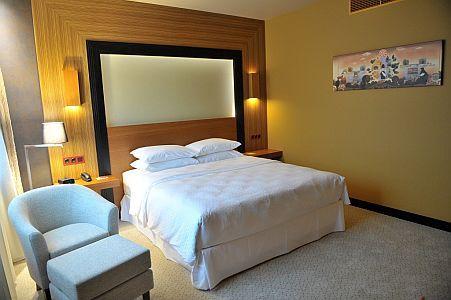 Hotel Sheraton**** kecskeméti szálloda elegáns hotelszobája 15 percre a centrumtól