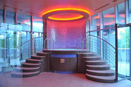 Sheraton Hotel jacuzzija Kecskeméten elegáns megvilágítással