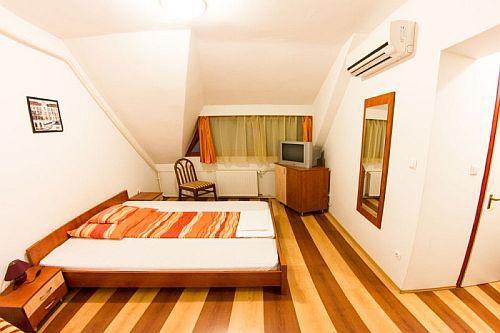 Juniperus Hotel Kecskemét elegáns és romantikus hotelszobája olcsó áron