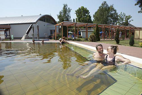 Tiszaparti termálfürdő Tiszakécskén a Barack Thermal Hotellel egybeépítve