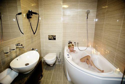4* Grand Hotel Glorius makói szálloda szép fürdőszobája