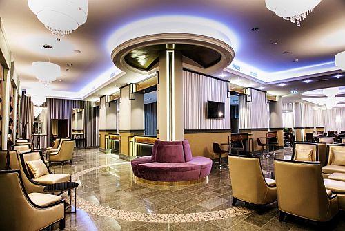 4* Grand Hotel Glorius Makó, elegáns lobby váró a Wellness Hotelben