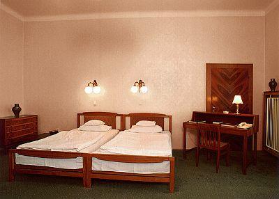 Hotel Gellért Budapest, szabad kétágyas standard szoba - Gellért szálloda a Szabadság hídnál a Gellérthegy lábánál