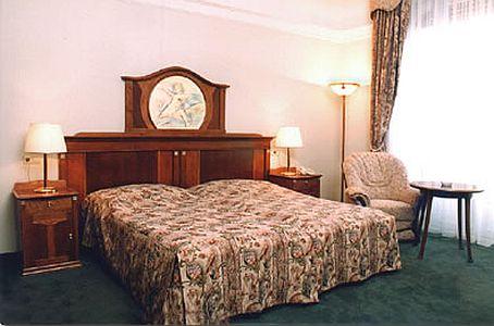 Hotel Gellért room reservation - romantikus és elegáns hotel Budapesten panorámás kilátással a Dunára és a Gellérthegyre