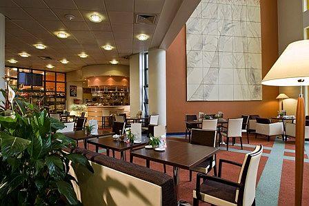 Termál Hotel Helia szálloda Budapesten - elegáns 4 csillagos szálloda lobbybárja