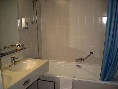 Gyógyszálloda Helia - fürdőszoba - Termál és wellness hotel - Gyógyhotel Gyógyszálló spa és wellness szolgáltatás