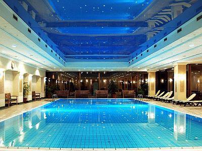 Margitszigeti Grand Hotel**** úszómedencéje Budapesten