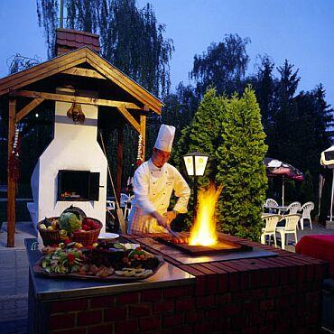 Grillparti a Hotel Nagyerdő*** kertjében Debrecenben