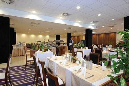 Szegedi Hotel Forrás**** elegáns étterme