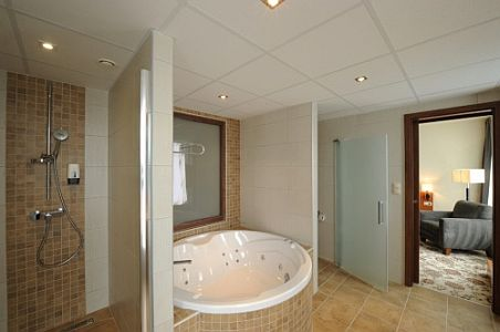 Jacuzzis hotelszoba Szegeden a Hotel Forrás Wellness szállodában