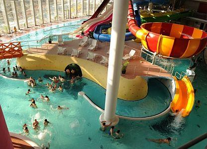 Szegedi Napfényfürdő Aquapolis a Hotel Forrással egybeépítve