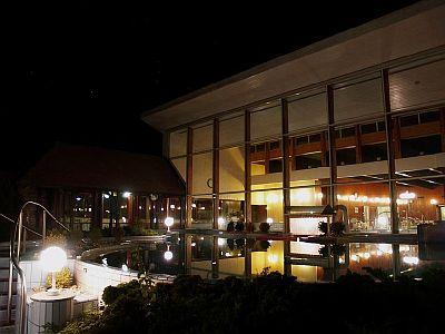 Danubius Health Spa Resort Bük, esti kép a külső uszodáról