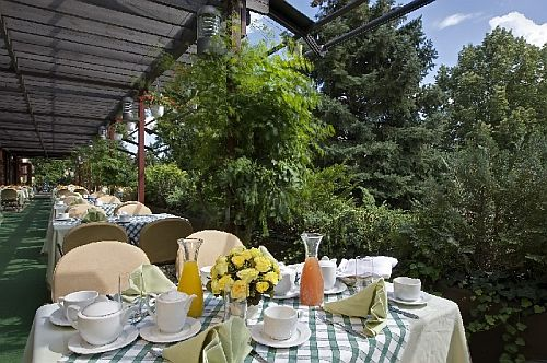 Termál Hotel Sárvár, sárvári Gyógyhotel grill terasza
