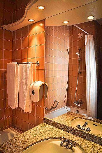 Hotel Lövér Sopron, szép fürdőszoba a Lővérekben